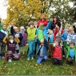 Dzieci w parku na urodzinach w Krakowie