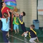 Dzieci podczas zabawy na urodzinach