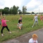 Zabawa w parku dla dzieci