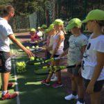 Obóz tenisowy to idealny czas na dokonalenie gry w tenisa