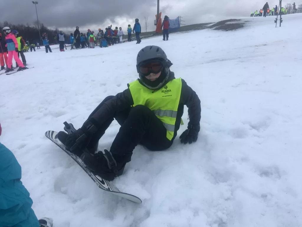 Nauka jazdy na snowboardzie dla dzieci