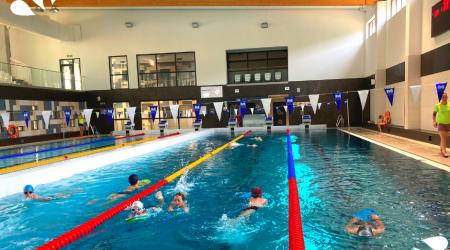 Basen przy SP 5 w Krakowie - nauka i doskonalenie pływania